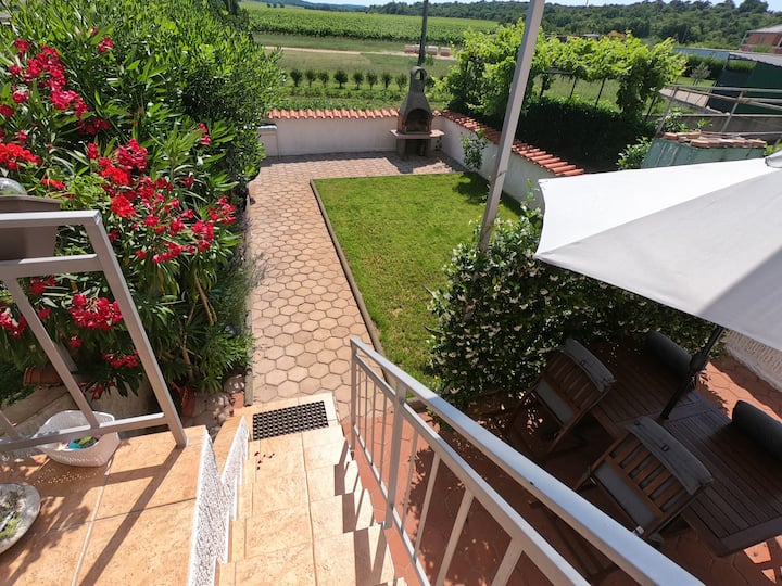 Apartment Viti with garden and barbecue.