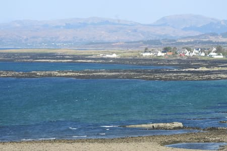 Hilton House - spacious  with sea & mountain views - Broadford - House