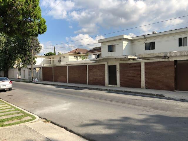 VALLE Habitación amueblada - Entrada Independiente