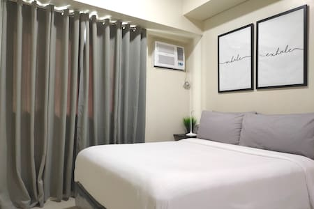 """Hotel bed. 75 Mbps wifi. Netflix on 50"""" TV. MAKATI"""