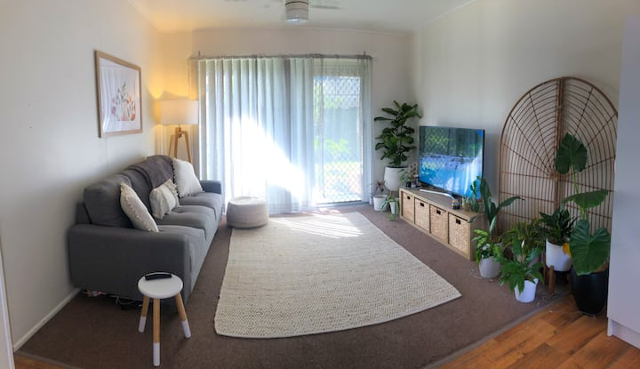 Bay breeze apartment - walking distance to water