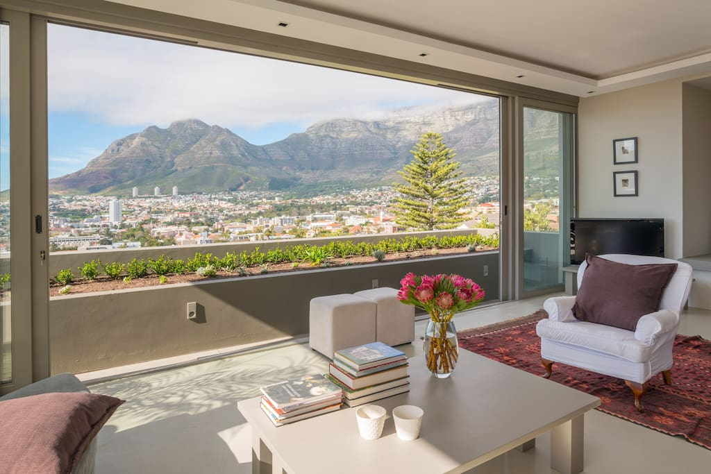 The TV & pool lounge on the third level of the apartment offers uninterrupted views of Table Mountain, Devils Peak and the city center