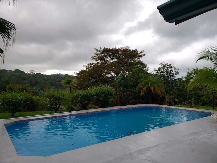 Work and relax at the pool, 3km from the beach.