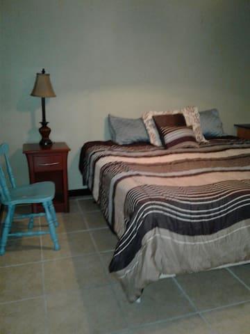 King Bed 1Prv Room Near French Quarter/New Orleans