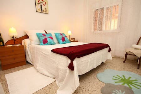 Room in beautiful family home with Pool - El Rebolledo