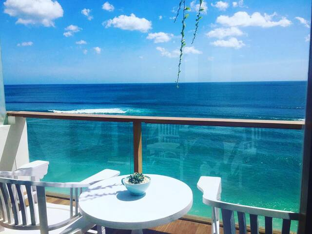 Ocean Front Suite with Private Balcony & AC - Rm 1