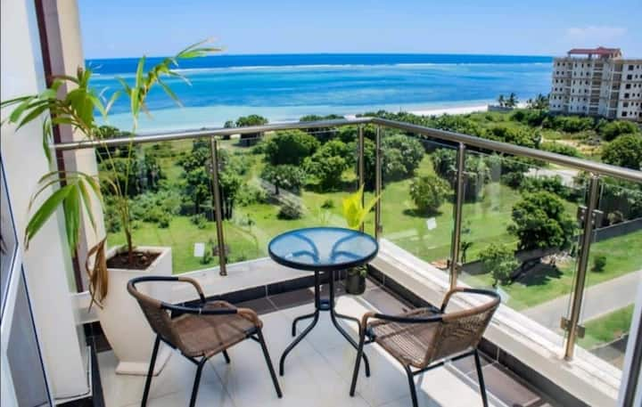 BEACHROOM IN NYALI BEACH+OWN ENTRANCE+SWIMPOOL