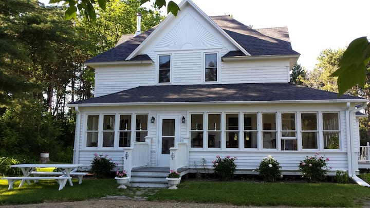 Hay River House - Bed and Breakfast