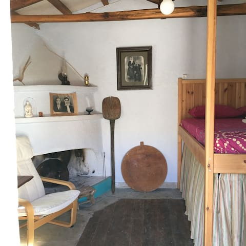Welcome to the old farmer's cottage! - Alonnisos - Cabana