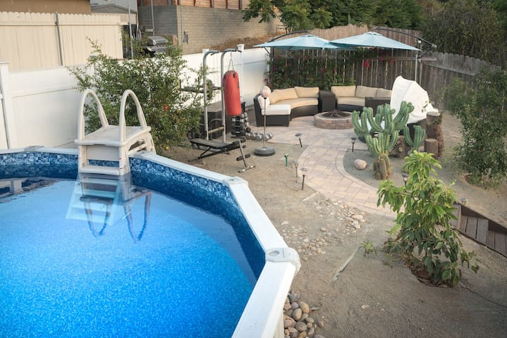 Gorgeous 3 BR Home, w Edible Garden, Pool, A/C