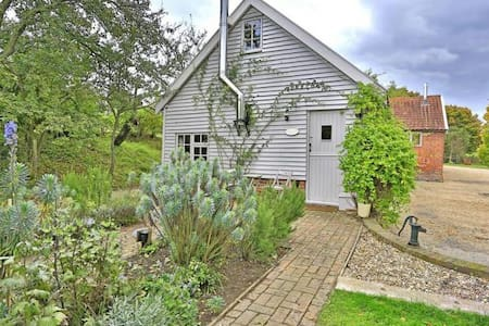 Enchanting cottage , 20 mins , Southwold and Coast - Chediston - Casa