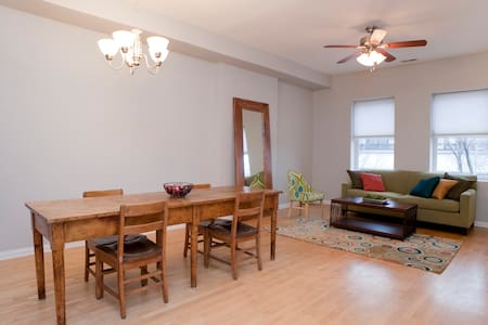 Gorgeous Downtown Oak Park Condo! - Apartament