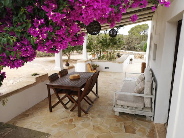 Casa escondida, auténtica casa de Formentera.