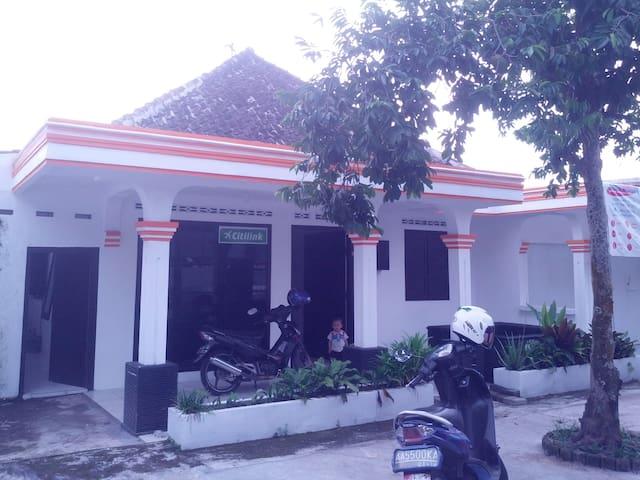Kamar di Tengah Kota Magelang - Magelang Utara - House