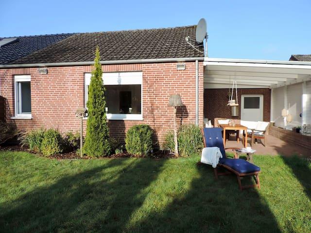 Garten mit Überdachter Terrasse