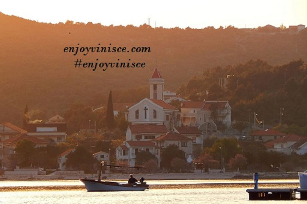Vinišće is a little,quiet,beautiful place near Trogir(airport-12km).Look picture of Vinišće on internet,it will delight you!. Ideal for families and children with beautiful beaches, clear,crystal sea, availability of shops and restaurants with mediterranean food,our house offers a fireplace stove for fish and meat and leaving the Mediterranean atmosphere.