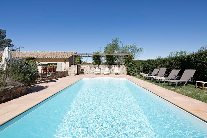 Beautiful provencal house with swimming pool