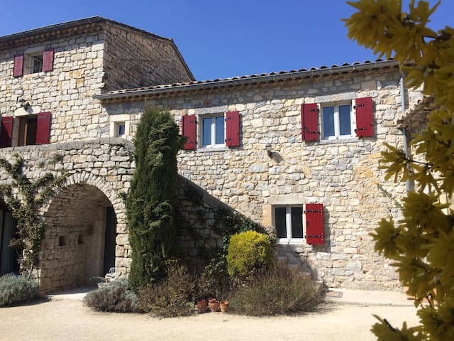 Gîte de Charme Vallon Pont d'Arc 6p, 2ch, PISCINE - Saint-Maurice-d'Ibie - Dům