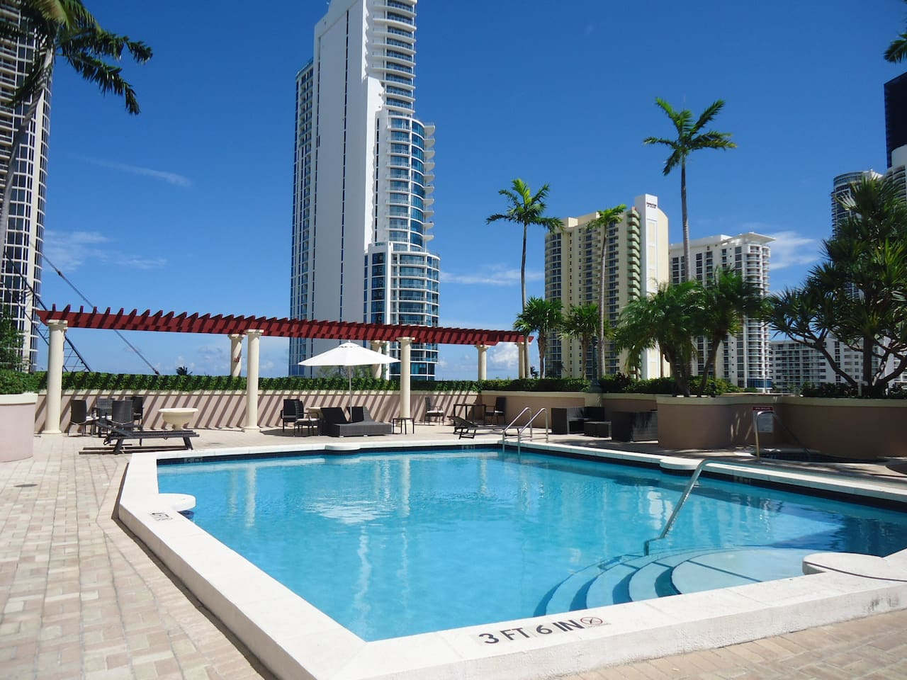 5th floor Pool&sun deck, grand view of ocean just across street.