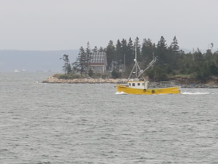 Scenic Waterfront Retreat