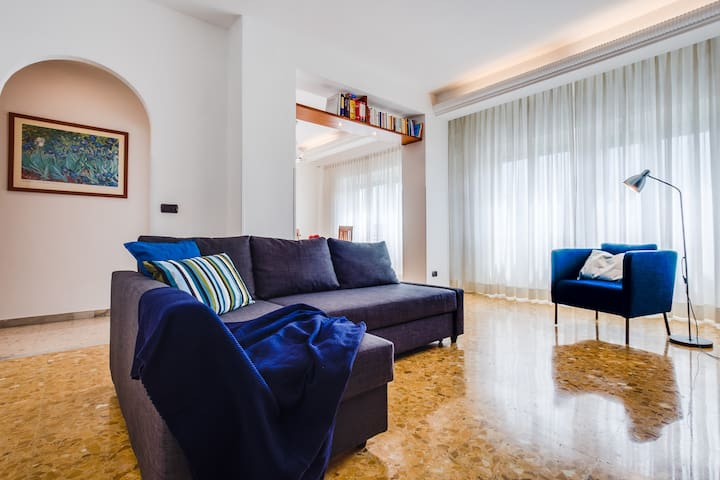 Large bright flat 15 mins from Castel Sant'Angelo