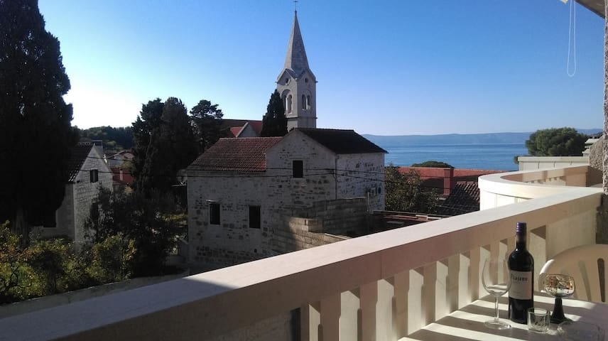 Room with balcony and sea view Sumartin (Brač) (S-13285-a)