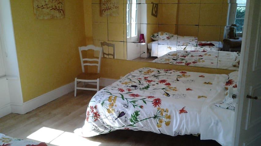 Chambre dans maison de ville avec 2 lits doubles