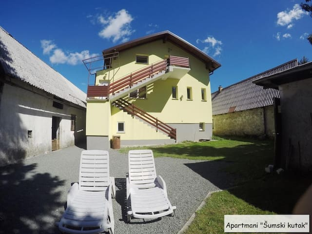 Great apt with private sledding hill in back yard - Fužine - Квартира
