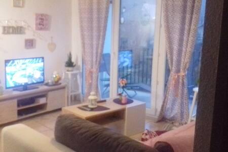 Logement lumineux et confortable bien situé - Scionzier - อพาร์ทเมนท์