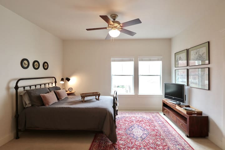 Cozy Garage Apt in the Heights - Houston - Apartment