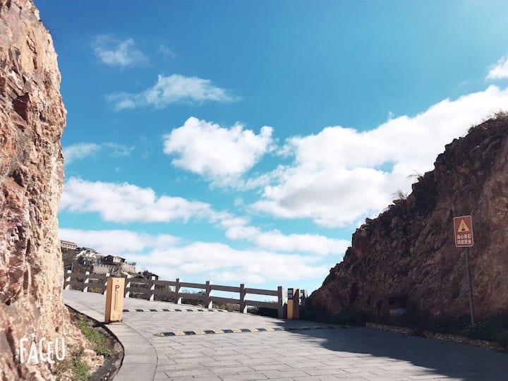 海上生明月【四楼山景大床房】近环海绿道&金沙滩&石屋&珍珠滩&彩虹房子
