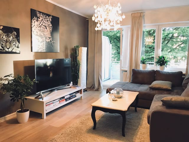 cozy Apartment  5 min. walk from the Airport