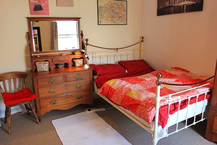 Double Room in Classy, Edwardian Family Home.