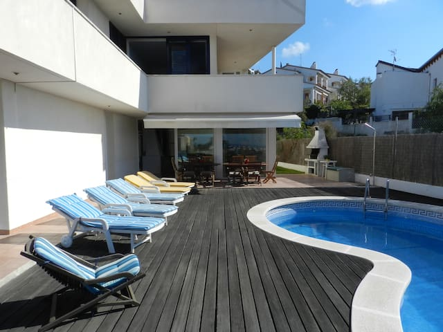 SITGES HOME FOR 14 PEOPLE - Sitges - House