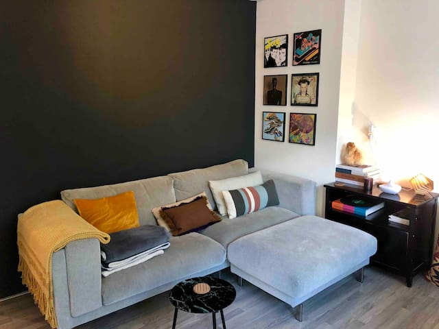 CENTRALLY LOCATED APARTMENT IN TRENDY AND HIP AREA