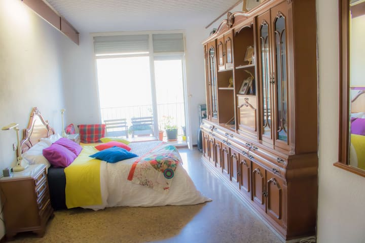Sunny and clean Double Room in BCN center - Barcelona - House