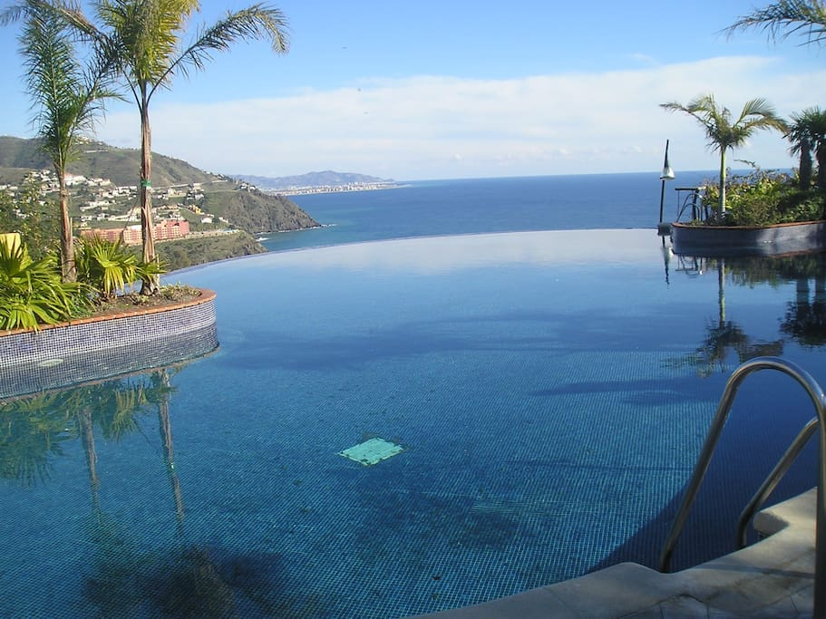 Infinity pool and views close up.