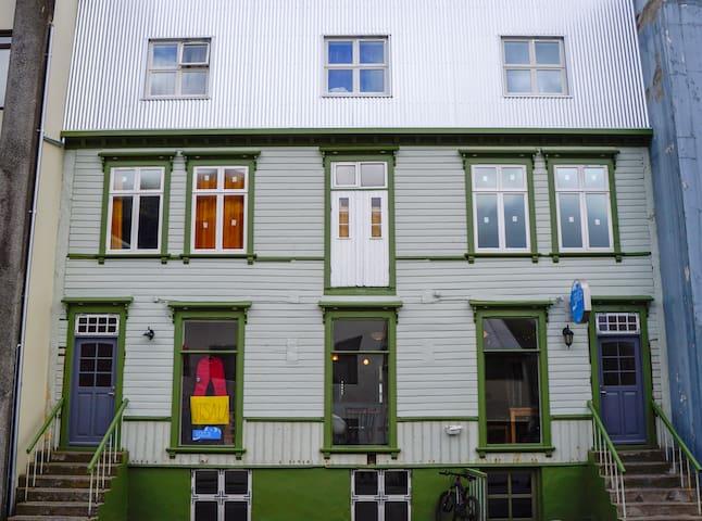 Bræðraborg room B