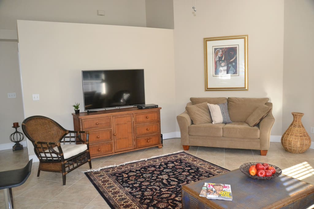 Living area has 55 inch tv, with Comcast cable and internet WIFI
