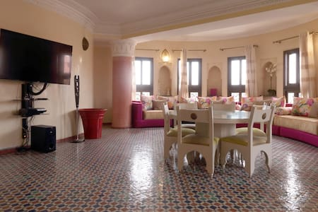 Central riad style appt in Gueliz with nice view