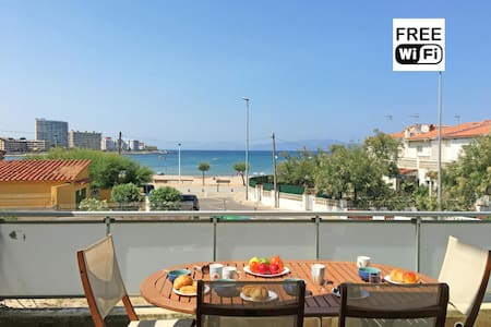 Apartment with terrace and sea view - L'Escala