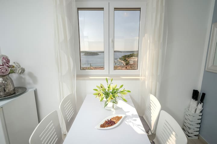 Dining area with the view on Hvar port