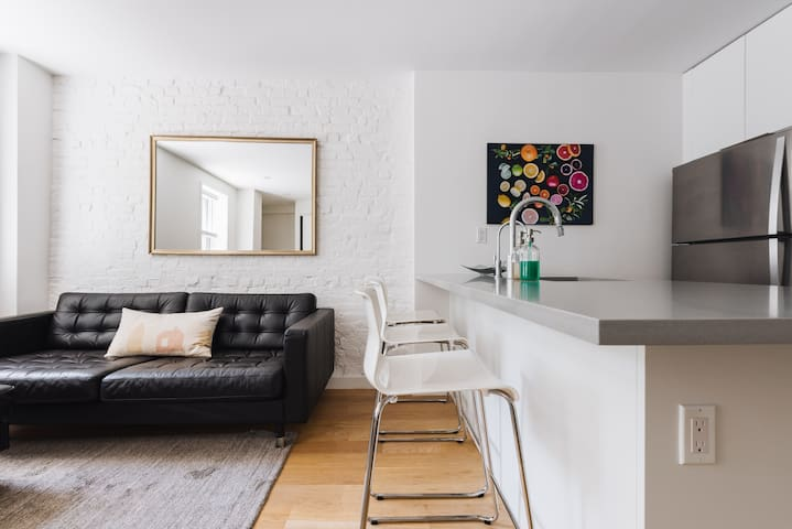 Newly renovated 2BR in Carroll Gardens brownstone