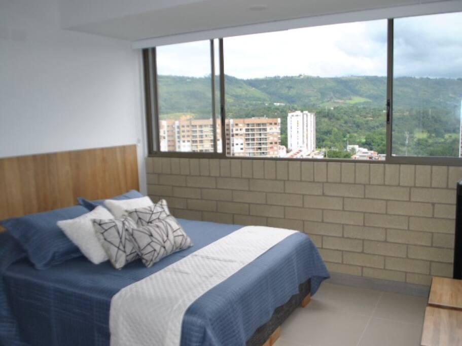 Habitación principal con baño privado