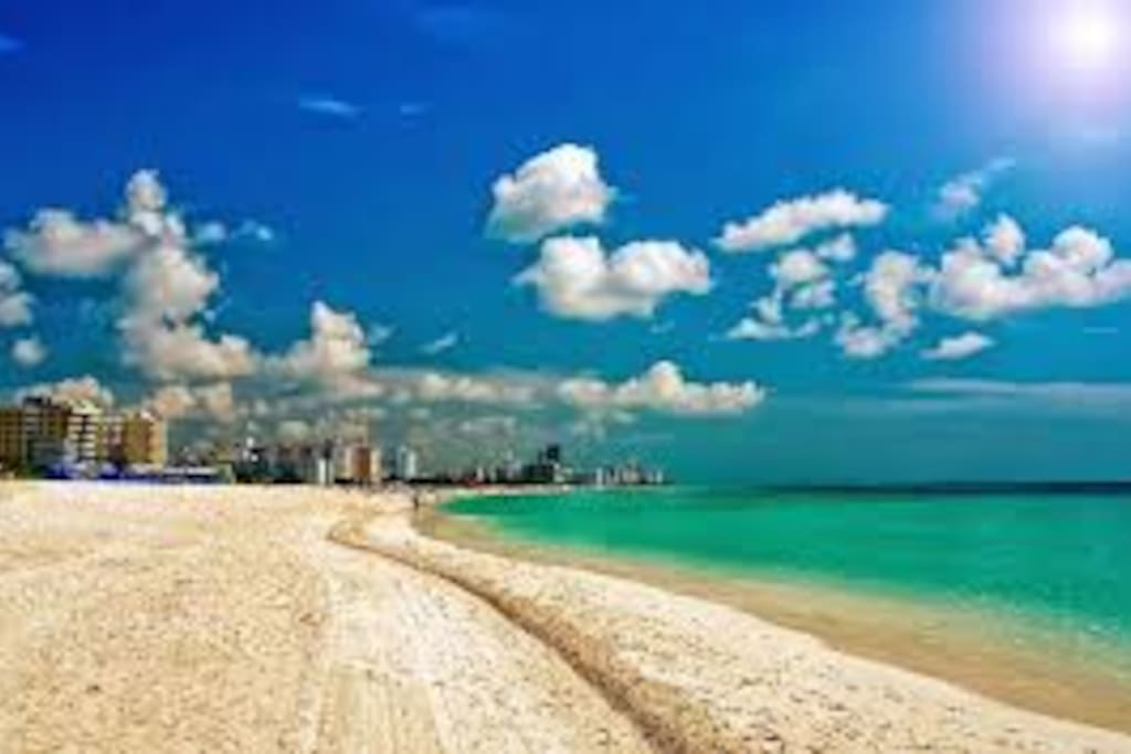 Hollywood beach paradise just minutes away.