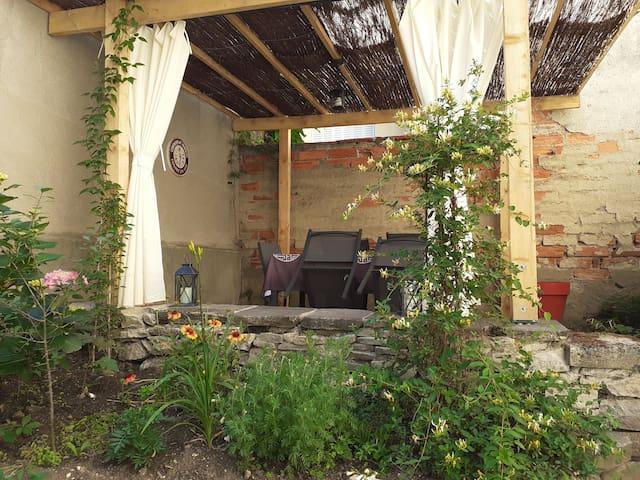 Charmant F2, 37m2  avec jardin privé et terrasse.