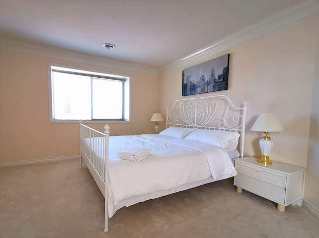 Spacious Cozy Master Room with Private Bathroom