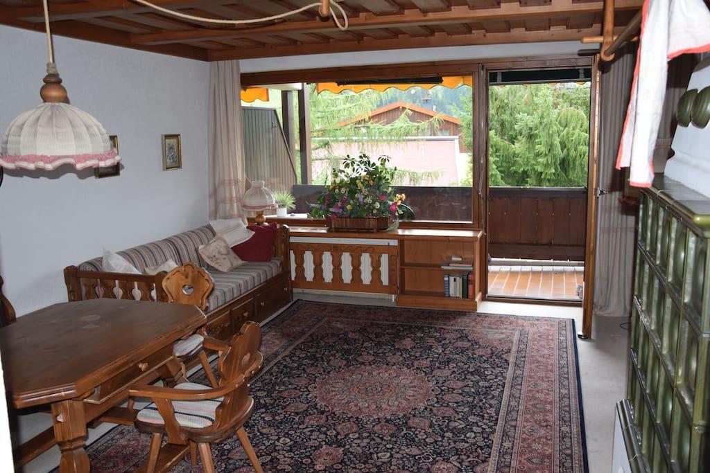 Panoramafenster mit direktem Blick auf die Hochmaisabfahrt