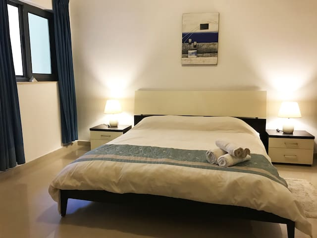 Cozy Double Room w Private Bathroom in Maisonette
