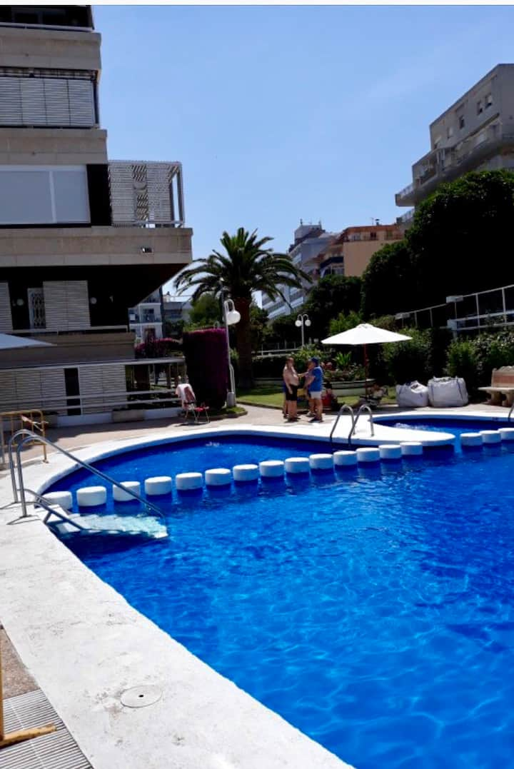 Apartment with pool near the beach in Salou